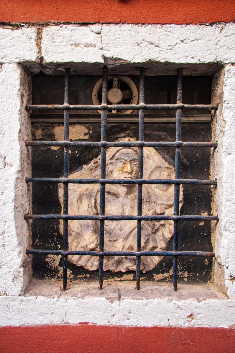 Caged Plaque