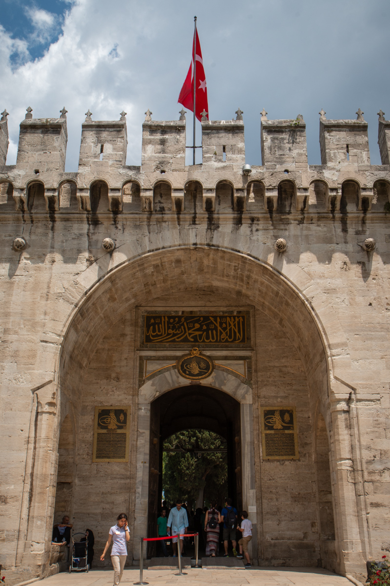Gate of Salutations Detail