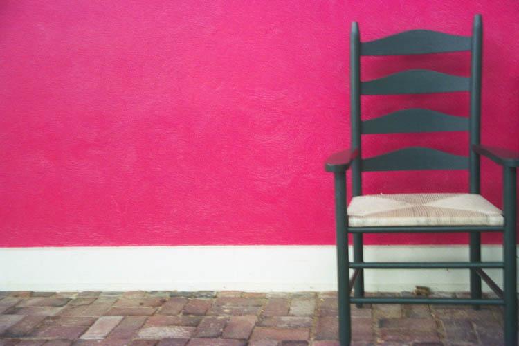 black_chair_red_wall_horiz.wrk