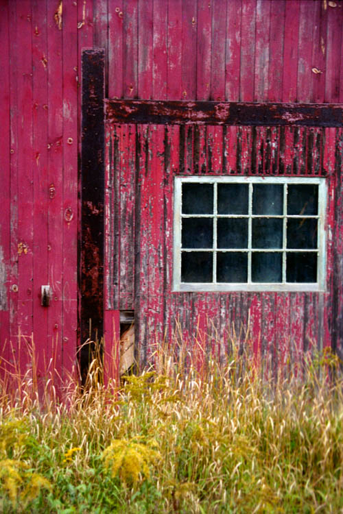 red_and_black_barn.wrk