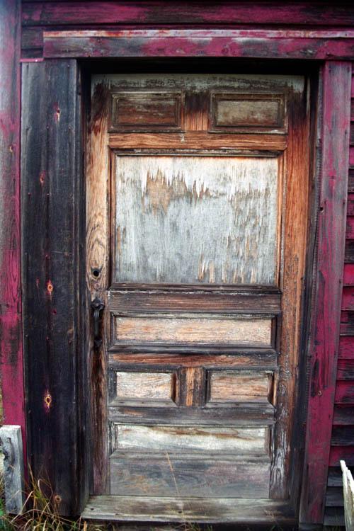 red_building_wood_door.wrk