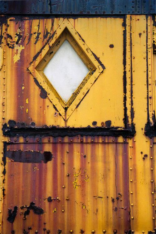 rusty_gold_train_window.wrk